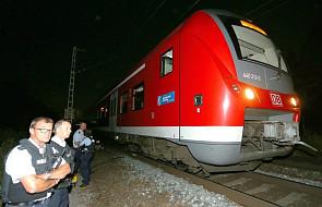 Niemcy: 17-latek ranił ciężko 4 pasażerów pociągu