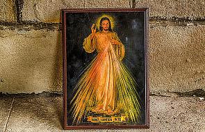 Wystawiono obraz Jezusa Miłosiernego ze zdjęć selfie
