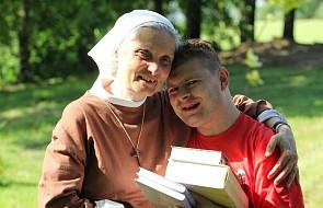 Adoptowany syn s. Chmielewskiej pojedzie tramwajem z papieżem