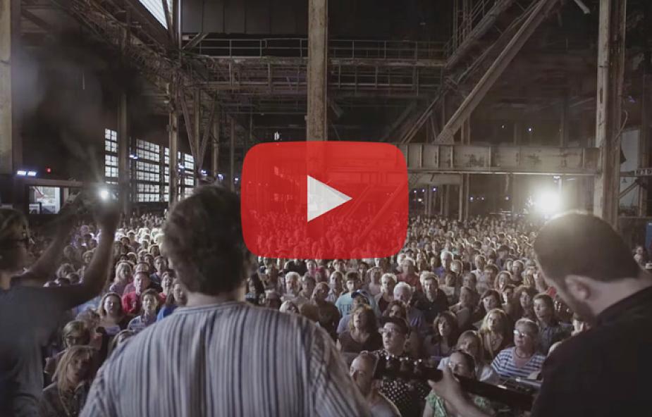 """Gdy 1500 osób śpiewa """"Hallelujah"""", jest moc. Zobacz epickie nagranie [WIDEO]"""