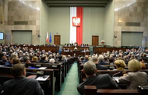 """Rząd m.in. o propozycji kar za określenie """"polskie obozy"""""""