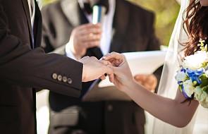 Franciszek pozwolił świeckim przewodniczyć ceremonii ślubnej?