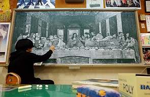 Dzieła sztuki na szkolnej tablicy? Zobaczcie, co robi ten nauczyciel