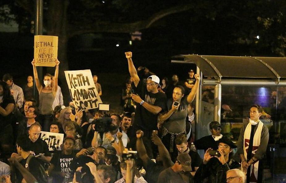 Charlotte: kolejne protesty, wprowadzono godzinę policyjną
