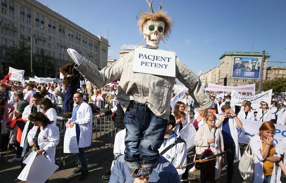 Trwa manifestacja Porozumienia Związków Medycznych