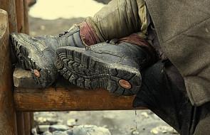 Bezdomni umierają; noclegownie są przepełnione