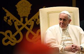 Papież krytykuje kapitalizm i przywołuje słowa Jana Pawła II