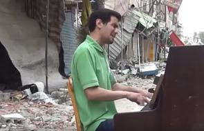 ISIS zniszczyło mu dom i... fortepian. Oto jego odpowiedź [WIDEO]