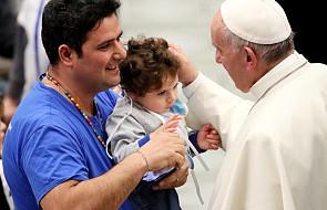 Papież: potępiamy pedofilię w Kościele i prosimy o przebaczenie