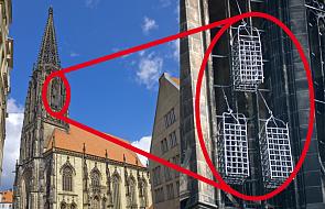 Tajemnica klatek na wieży niemieckiego kościoła