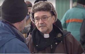 Ksiądz zamieszkał na ulicy, by zwrócić naszą uwagę na bezdomnych
