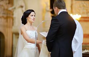 Bp Tomasik o tym, czy ślub musi odbywać się w sobotę