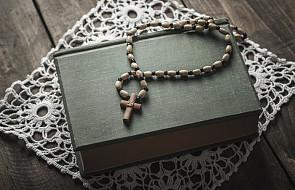 Egzorcysta informuje: takie podejście do modlitwy różańcowej jest błędne