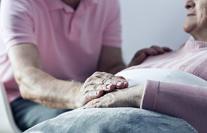"""37 hospicjów w kampanii """"Opiekun rodzinny - nie musi być sam"""", celem zachęcenie do pomocy opiekunom"""