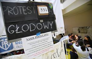 Protestujący lekarze: rezydent powinien zarabiać 1,05 średniej krajowej od teraz