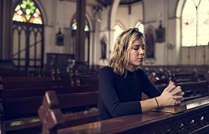 Czego Biblia zakazuje kobietom?