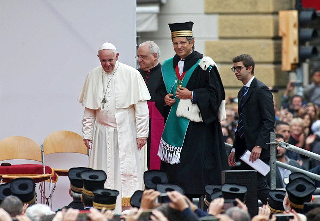 Papież pobił rekord. Wczoraj wygłosił 7 przemówień, by dać nadzieję tysiącom osób - zdjęcie w treści artykułu nr 6