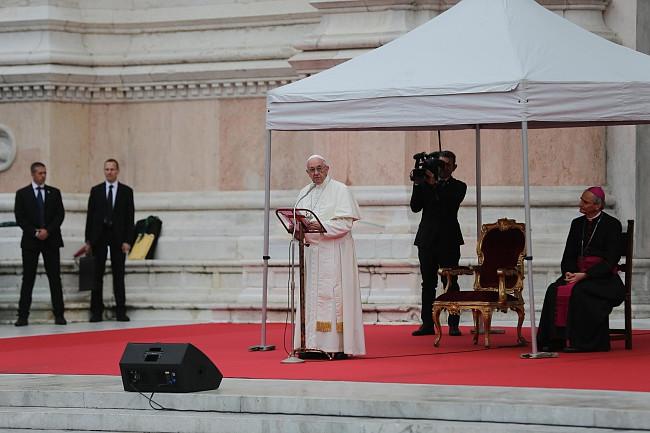 Papież pobił rekord. Wczoraj wygłosił 7 przemówień, by dać nadzieję tysiącom osób - zdjęcie w treści artykułu nr 3