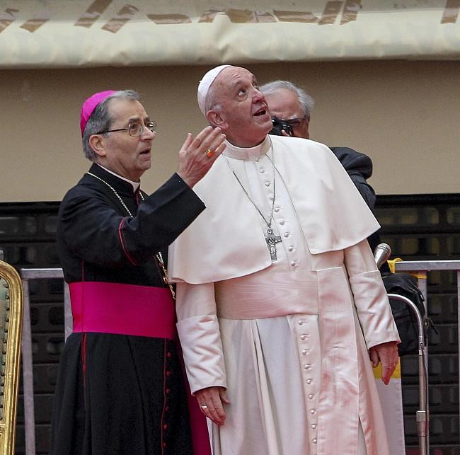 Papież pobił rekord. Wczoraj wygłosił 7 przemówień, by dać nadzieję tysiącom osób - zdjęcie w treści artykułu nr 1