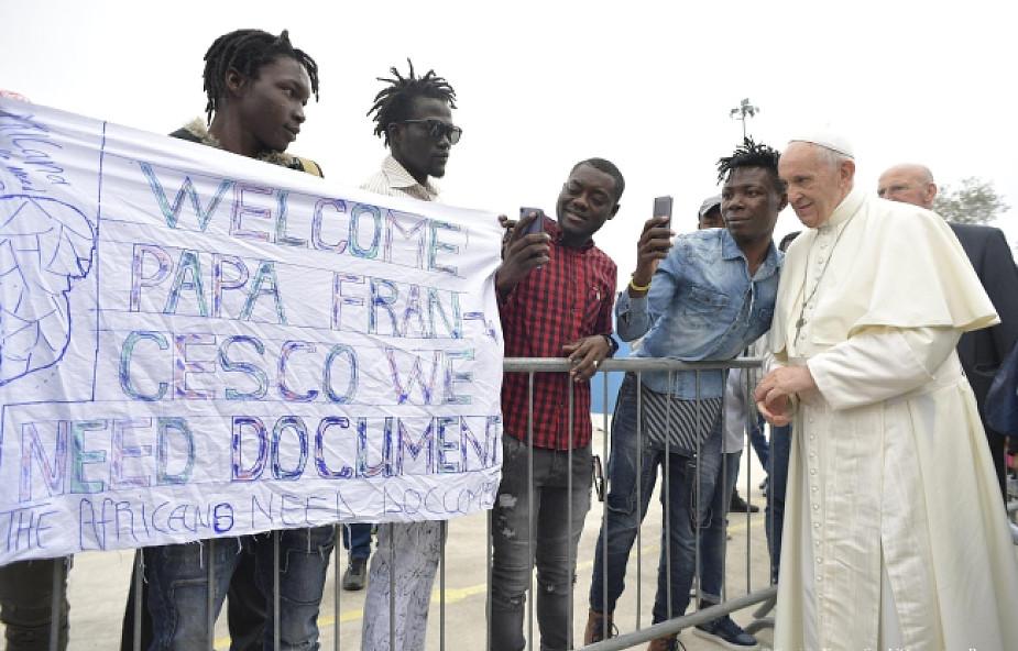 Muzułmanie na papieskiej modlitwie Anioł Pański. Wręczyli mu wyjątkowy apel