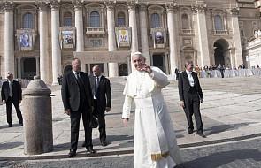 """Franciszek u św. Marty: osoby, które się tak zachowują, to """"bańki mydlane"""""""