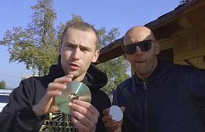 Hostia jak płyta CD? Piotr i Jacek w oryginalny sposób opowiadają o tajemnicy Eucharystii [WIDEO]