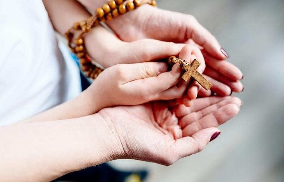 15 cytatów pokazujących, jak potężną modlitwą jest różaniec