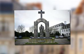 Francja: media o nakazie usunięcia krzyża z pomnika Jana Pawła II
