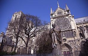 """#""""Pokaż swój krzyż"""" - we Francji chcą uratować krzyż z pomnika Jana Pawła II"""