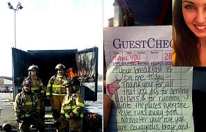 Piękny gest kelnerki. To, jak się odwdzięczyli strażacy zaskakuje jeszcze bardziej