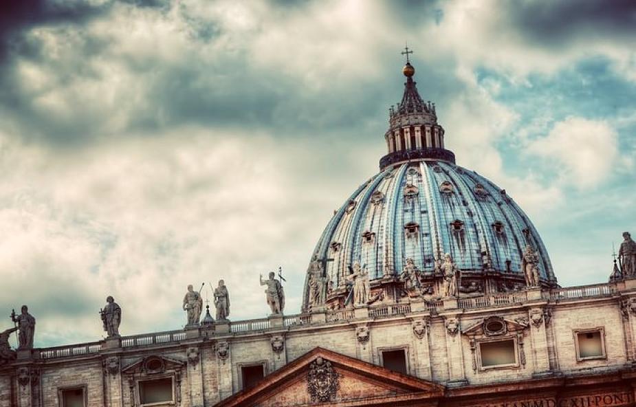 Włoski biskup nałożył ekskomunikę na młodego mężczyznę