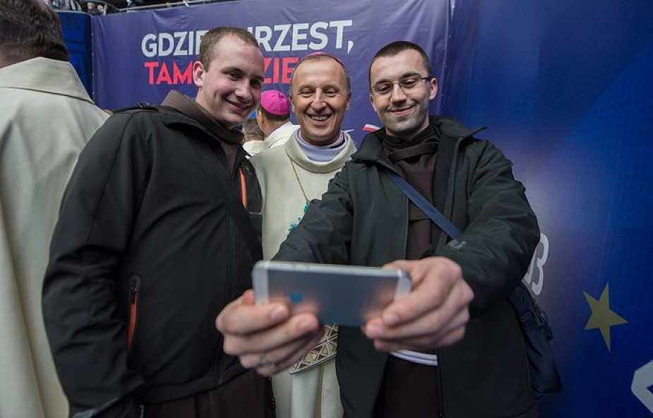 Coraz więcej diecezji i biskupów korzysta z mediów społecznościowych