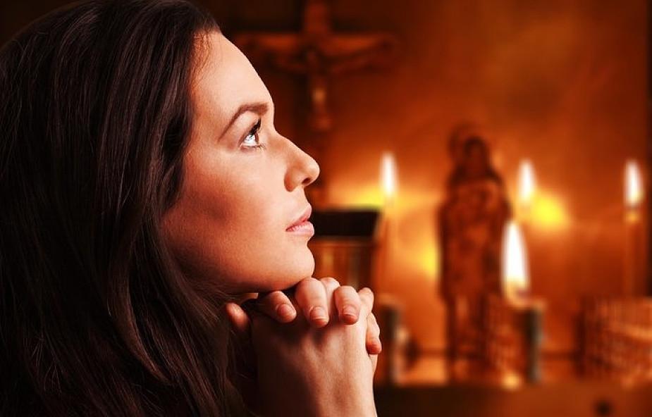 Spotyka się z nie-chrześcijańską kobietą