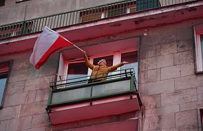 """""""Tu jest Polska"""" - krzyczy jeden z transparentów. Tu - czyli gdzie?"""