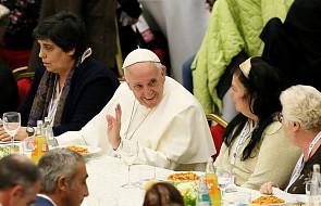 Papież zjadł obiad z 1500 osobami potrzebującymi