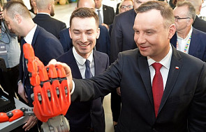 CBOS: Andrzej Duda najbardziej zaufanym politykiem, Macierewicz liderem rankingu nieufności