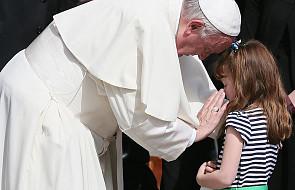 Papież: pracujmy, aby dzieci mogły być uśmiechnięte i zachowały spojrzenie czyste, pełne radości