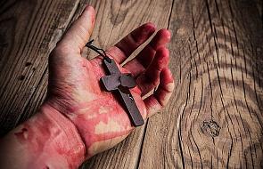 """Kard. Piacenza krytykuje prześladowanie Kościoła """"w aksamitnych rękawiczkach"""""""