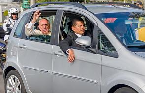 Od karocy do forda focusa. O samochodach papieży