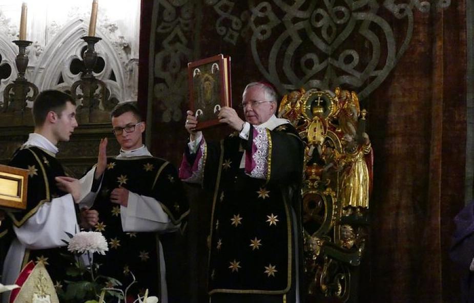 Kraków: procesja żałobna i modlitwa w intencji królów, wieszczów i bohaterów narodowych
