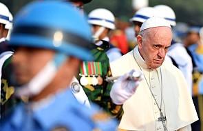 Papież przybył do Bangladeszu i oddał hołd męczennikom walk o niepodległość