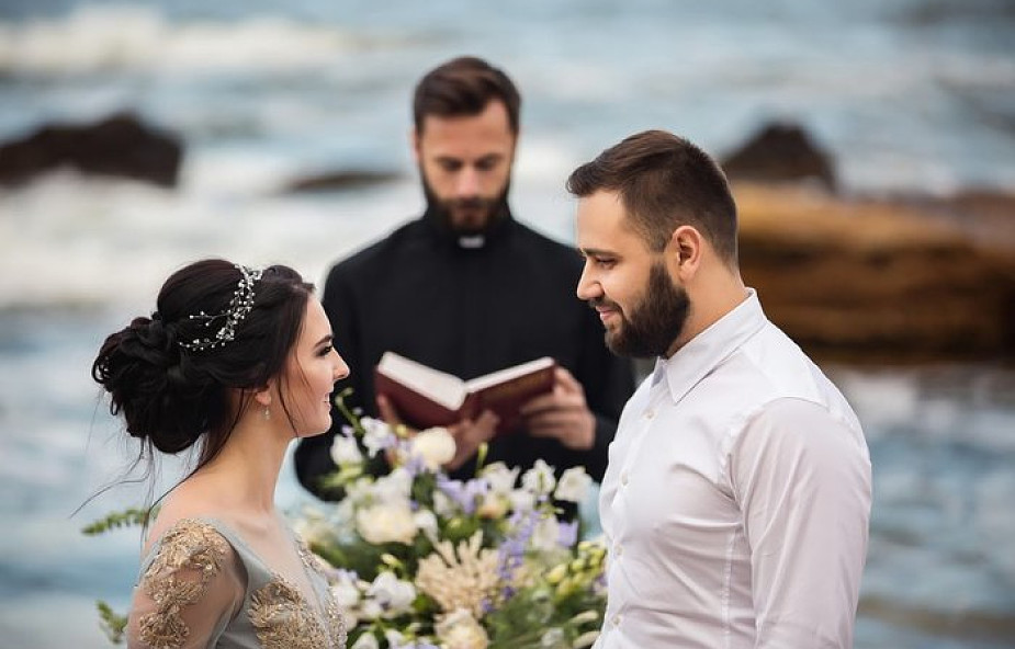 Ks. Węgrzyniak o wielkiej miłości swojego życia. Jak to jest w życiu księży?