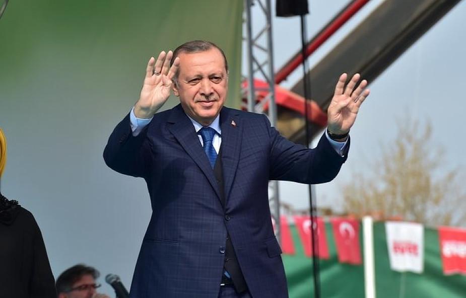 """""""WSJ"""": Erdogan pozwolił tureckim bankom pomagać Iranowi omijać sankcje"""