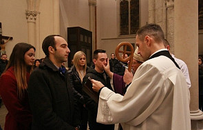 Jak wygląda przygotowanie do chrztu dorosłych w Kościele? [FOTO]