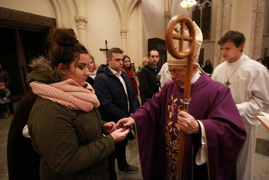Jak wygląda przygotowanie do chrztu dorosłych w Kościele? [FOTO] - zdjęcie w treści artykułu nr 1