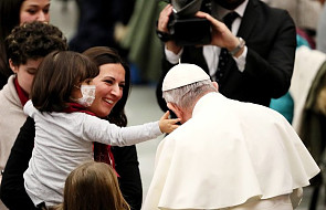 Papież zamówił specjalną książkę dla dzieci na święta. Trzej Królowie na czele uchodźców