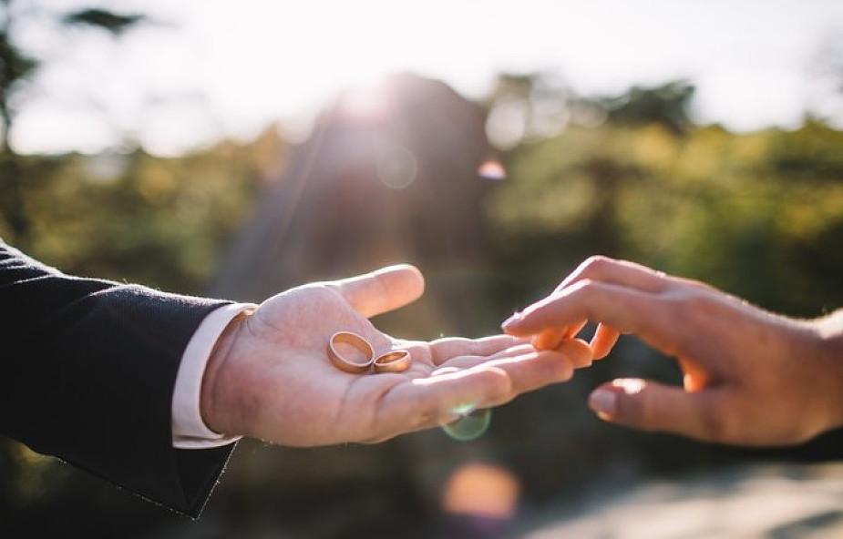 Czy powinniśmy powiedzieć małżonkowi o zdradzie?
