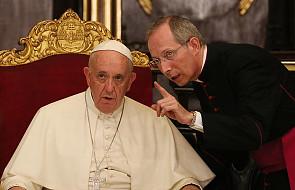 Watykan: mistrz ceremonii liturgicznych zostaje. Franciszek podjął decyzję