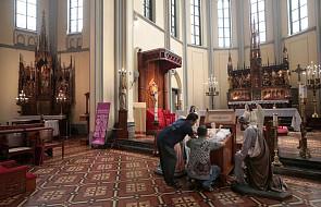 Szopka w Asyżu: Jezus w żłobku z łusek po nabojach