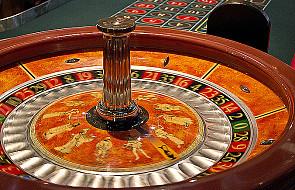 Włochy: dekoracja choinki przestrzega przed uzależnieniem od hazardu